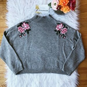 Gray Cropped Sweater✨
